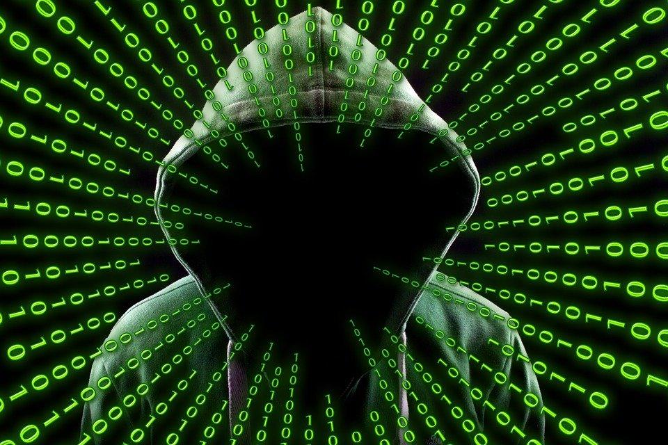 Cyber-confinement : dépendance, prédation et intimidation